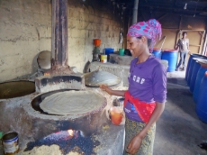 Ethiopia: This woman is an employee at Habesha Tikus Injera Share Company, a bakery in Ethiopia owning eight efficient Mirt stoves to produce the typical injera bread. The GIZ Energy Coordination Office in Ethiopia has trained over 500 small-scale stove producers that sell their Mirt stoves to social institutions, households and private companies like this bakery. <br />