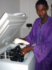 Mali: Cattle farmer in a Malian village using solar electricity for the refrigeration of fresh milk, supported by the GIZ project ELCOM. <br />