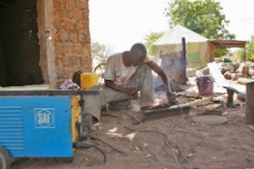 Senegal: Welder in a Senegalese village. The village is connected to a solar mini-grid with support from GIZ. <br />