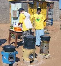Namibia (Frauen mit Herden): An on-site catering business by two Namibian women using wood saving stoves to prepare meals on site during small events in informal settlements of Windhoek. <br />